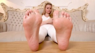 Miss Linda at Femdom Squad // FetishtainmentCOM / ignored at her Feet