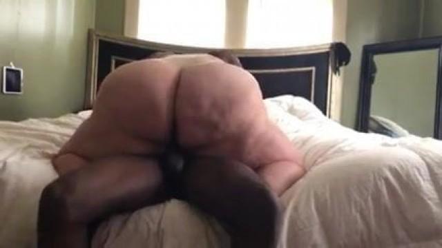 Hot SSBBW riding black dick